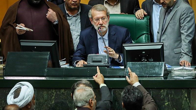لاریجانی: اتهامات مطرح شده در جلسه استیضاح ربیعی را بررسی میکنیم
