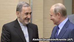 مسکو، کرملین؛ علی اکبر ولایتی میگوید که ولادیمیر پوتین سر برجام به ایران حق میدهد