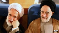 کروبی در زمان رهبری آیتالله خمینی هم نامهنگاریهایی به او داشت، از جمله نامهای به همراه محمد خاتمی در مورد وضعیت جنگ